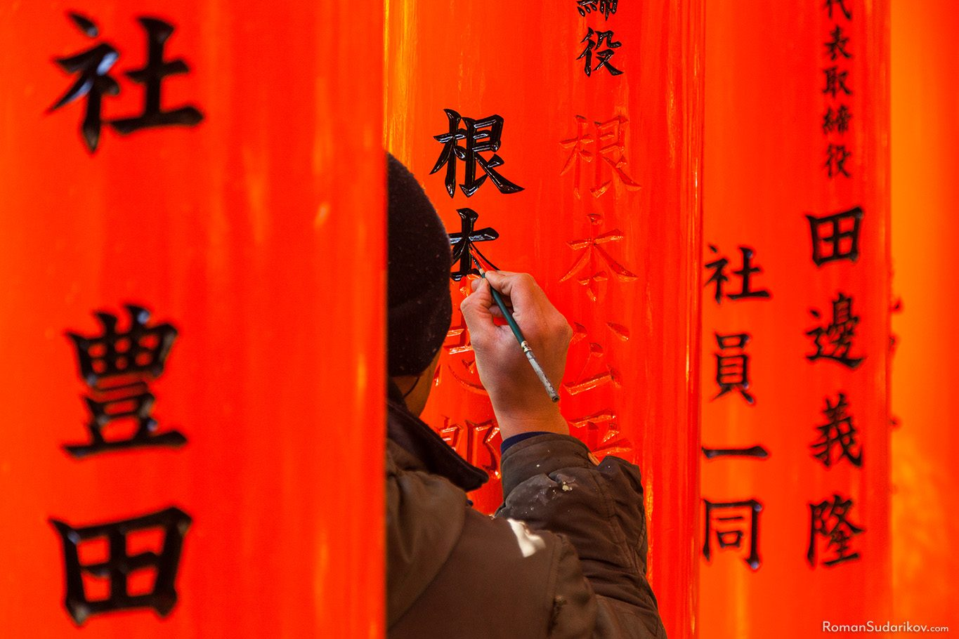 Painter at Fushimi Inari Shrine, Kyoto, Japan