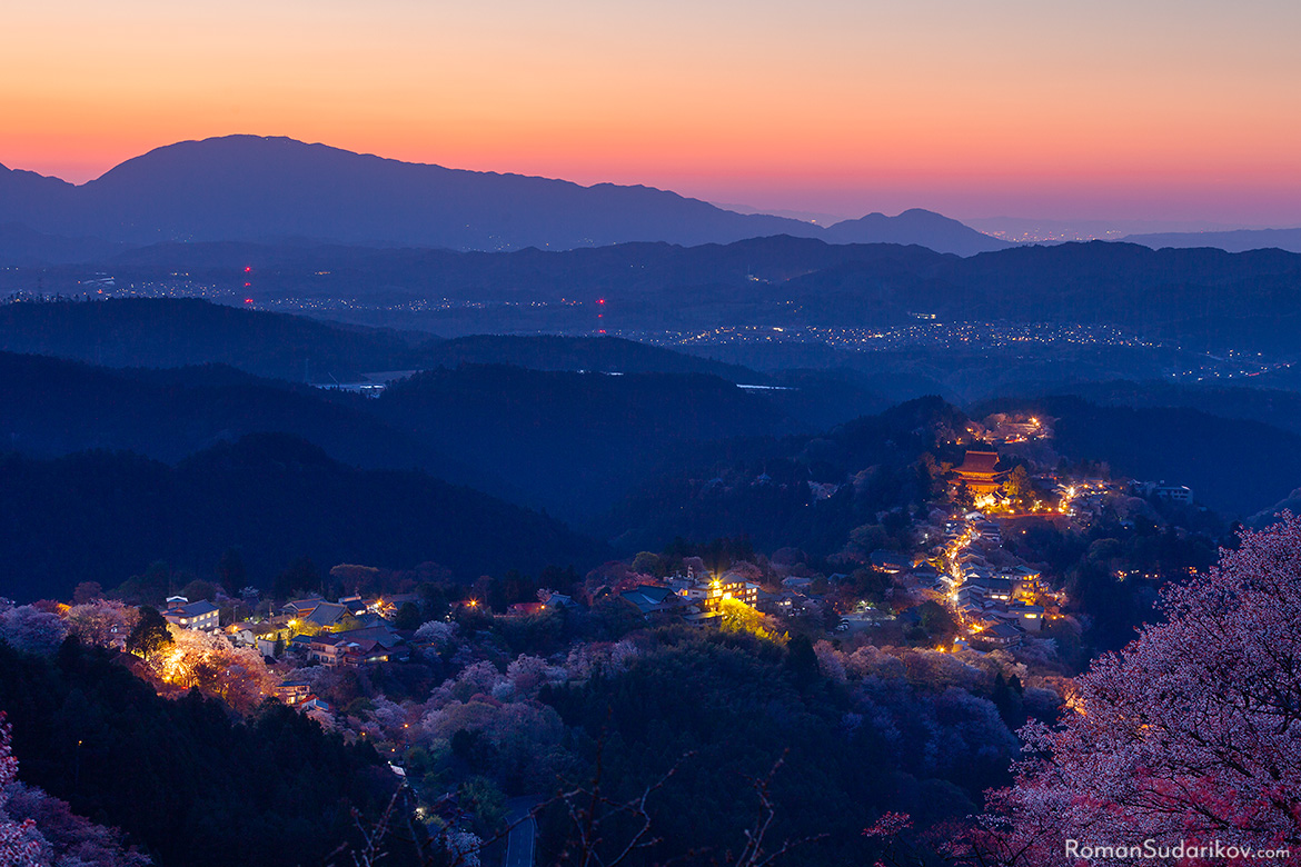 A view of Yoshino from Hanayagura Viewpoint during sunset