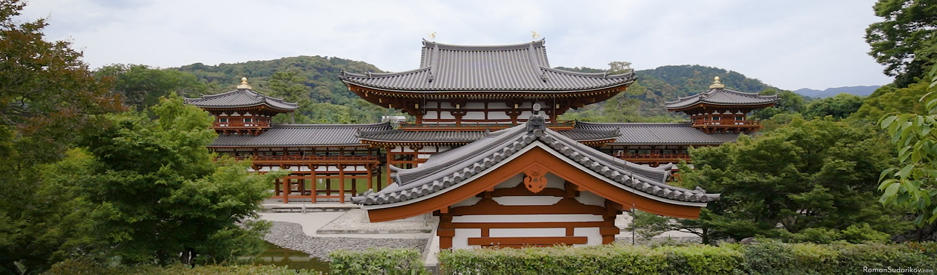 The roof if Phoenix Hall at Byodoin Temple in Uji